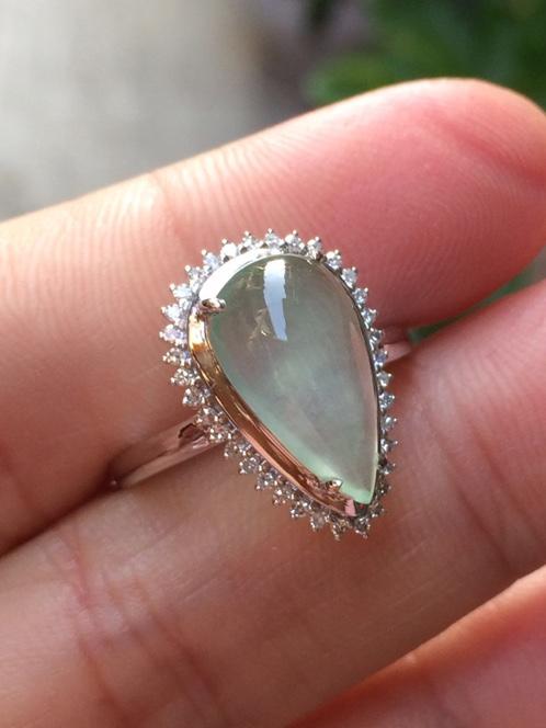 18k白金镶嵌冰种水滴翡翠戒指
