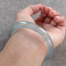 玻璃种圆条翡翠手镯
