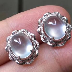 18k金钻石镶嵌高冰蛋面翡翠耳钉