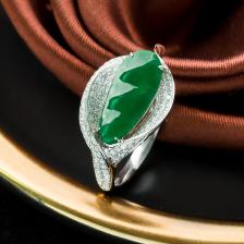 18K糯冰种翠绿翡翠福豆戒指