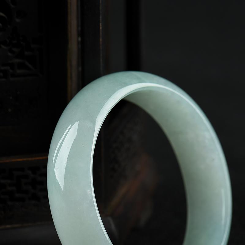 53mm糯种浅绿翡翠贵妃镯第5张