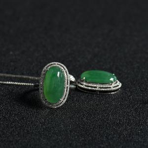 糯冰种阳绿翡翠戒指吊坠套装