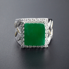 18K镶钻糯种翠色翡翠方形戒指