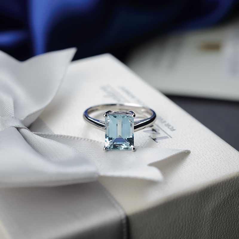 18K海蓝宝石方形戒指