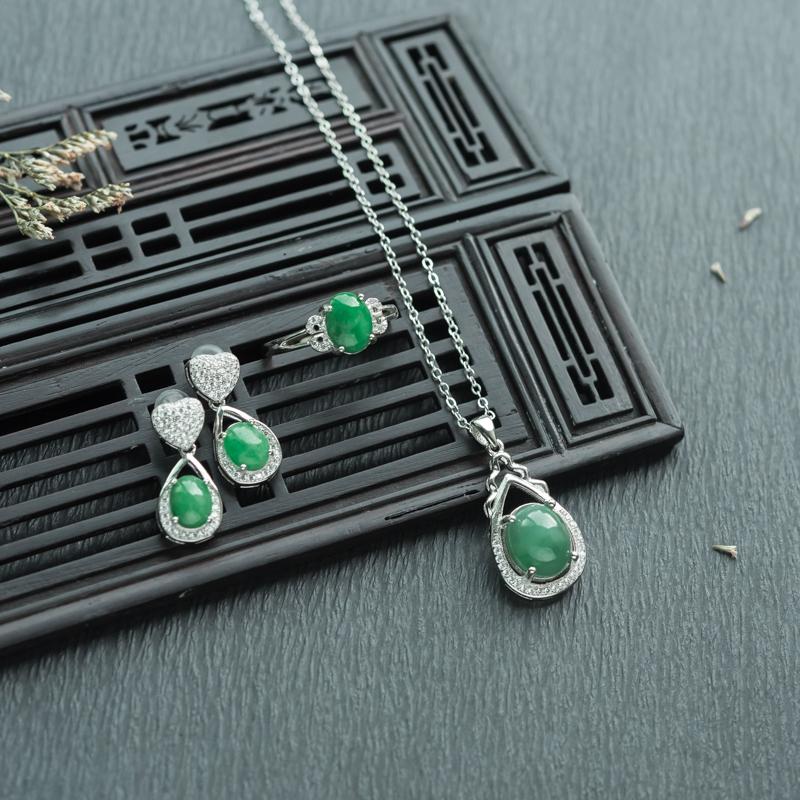 银镶糯种翠绿翡翠套装