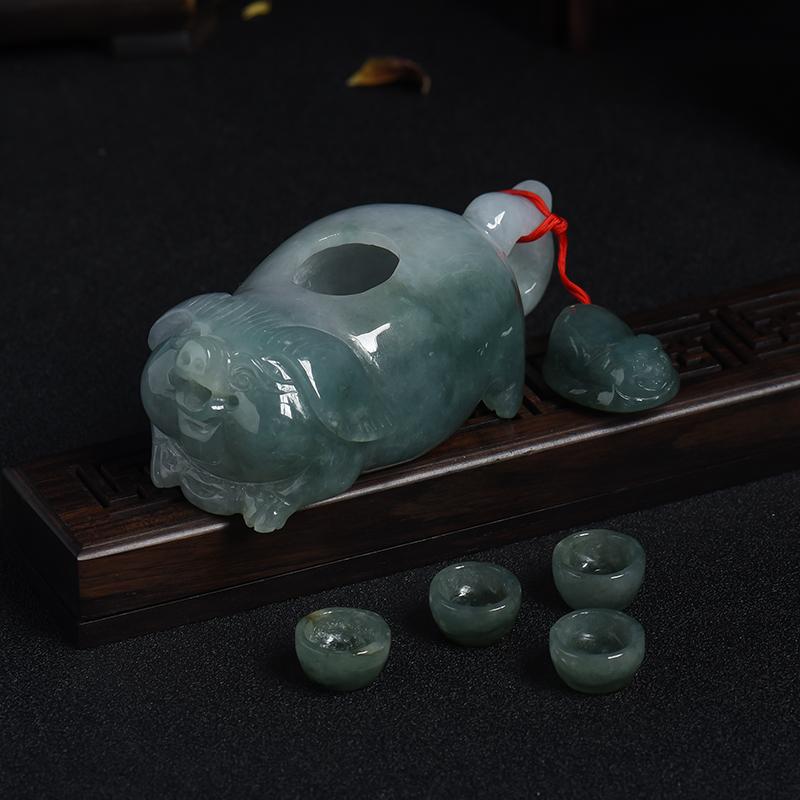 糯种暗绿翡翠猪摆件