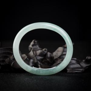 53mm糯冰种浅绿翡翠贵妃镯