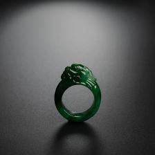 冰糯种浓绿翡翠龙头戒指