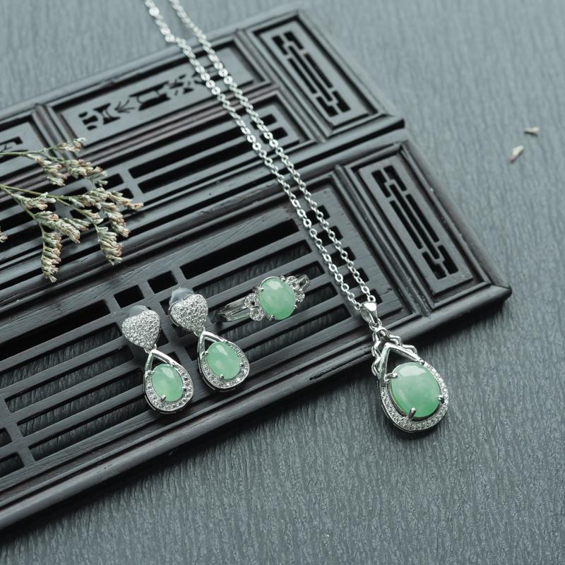 银镶糯种浅绿翡翠套装