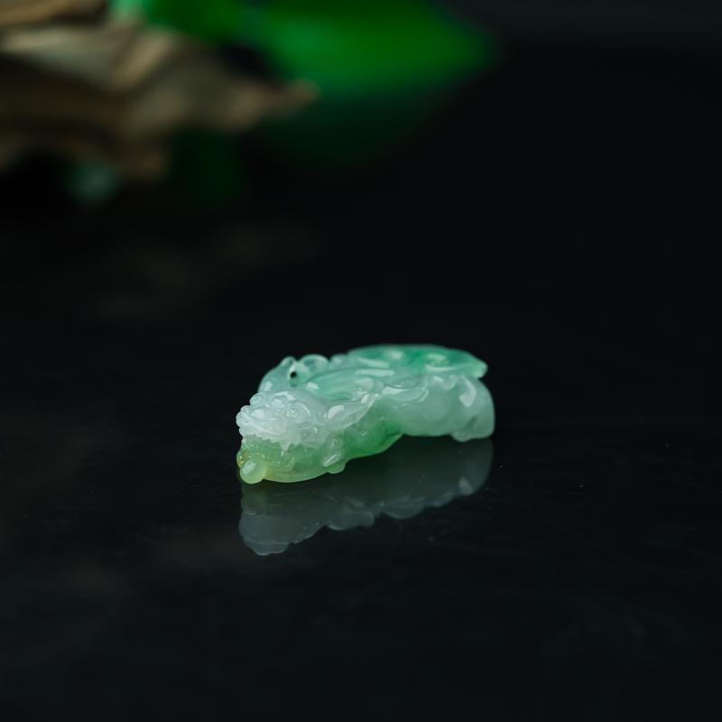 糯冰种浅绿翡翠貔貅吊坠