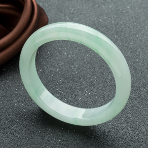 59mm糯冰种浅绿翡翠平安镯