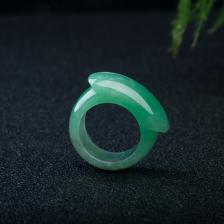 糯冰种豆绿翡翠戒指
