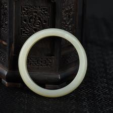 60mm籽料和田青白玉手镯