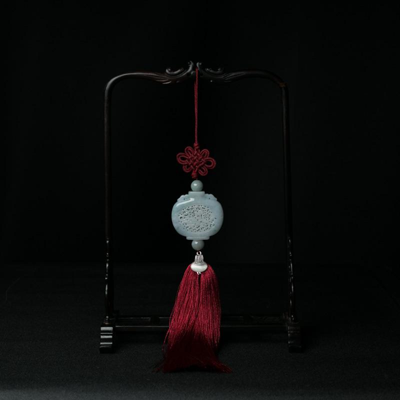 糯种翡翠镂雕宝瓶车挂