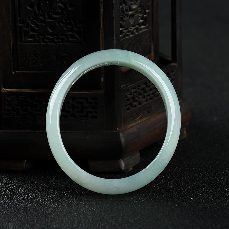 53mm糯种浅绿翡翠贵妃镯第1张