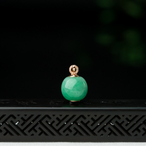 18K糯种苹果绿翡翠吊坠