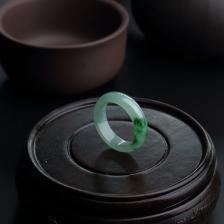 糯种飘绿翡翠戒指