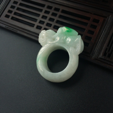 糯种飘绿翡翠貔貅戒指