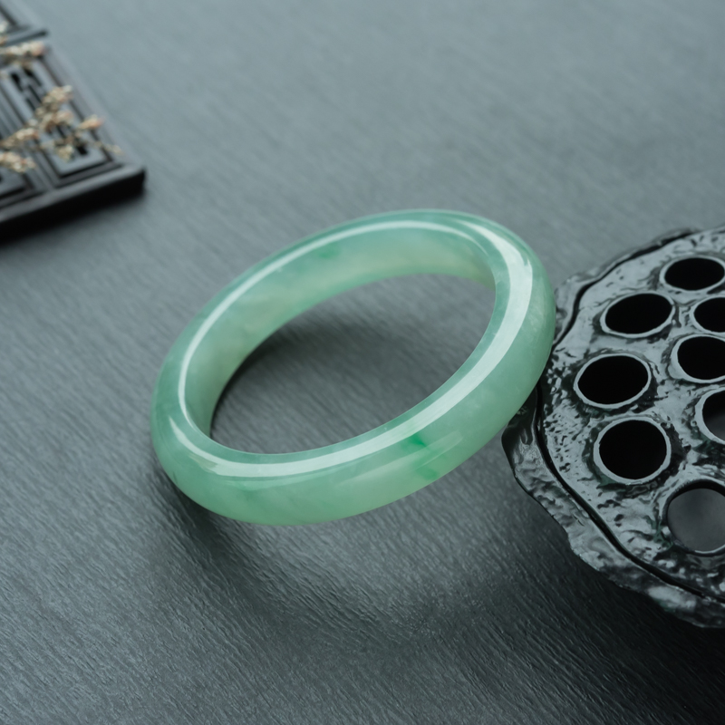 56.5mm糯冰种飘翠翡翠平安镯第1张