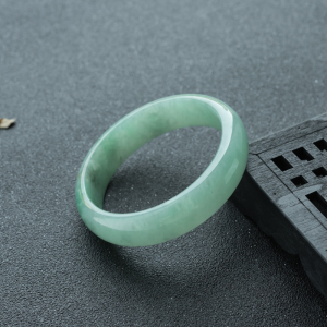 59mm糯种浅绿翡翠平安镯