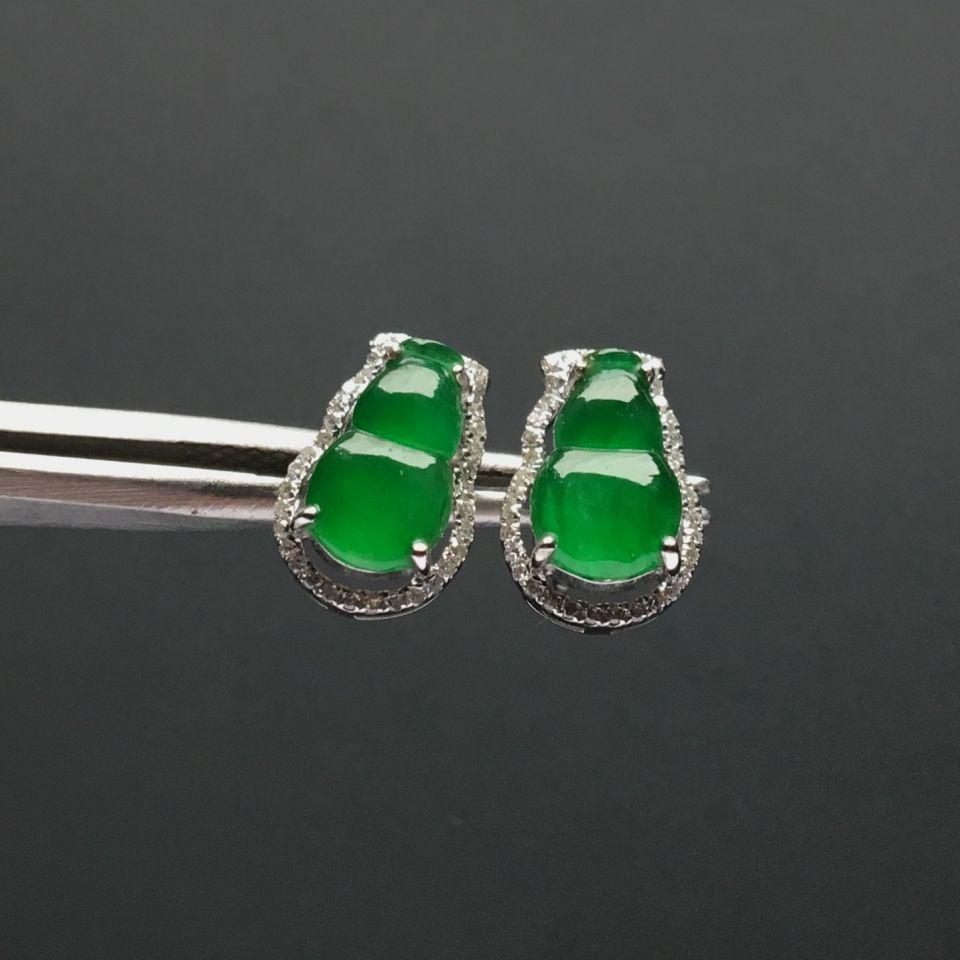 镶白金钻石冰种阳绿葫芦耳钉