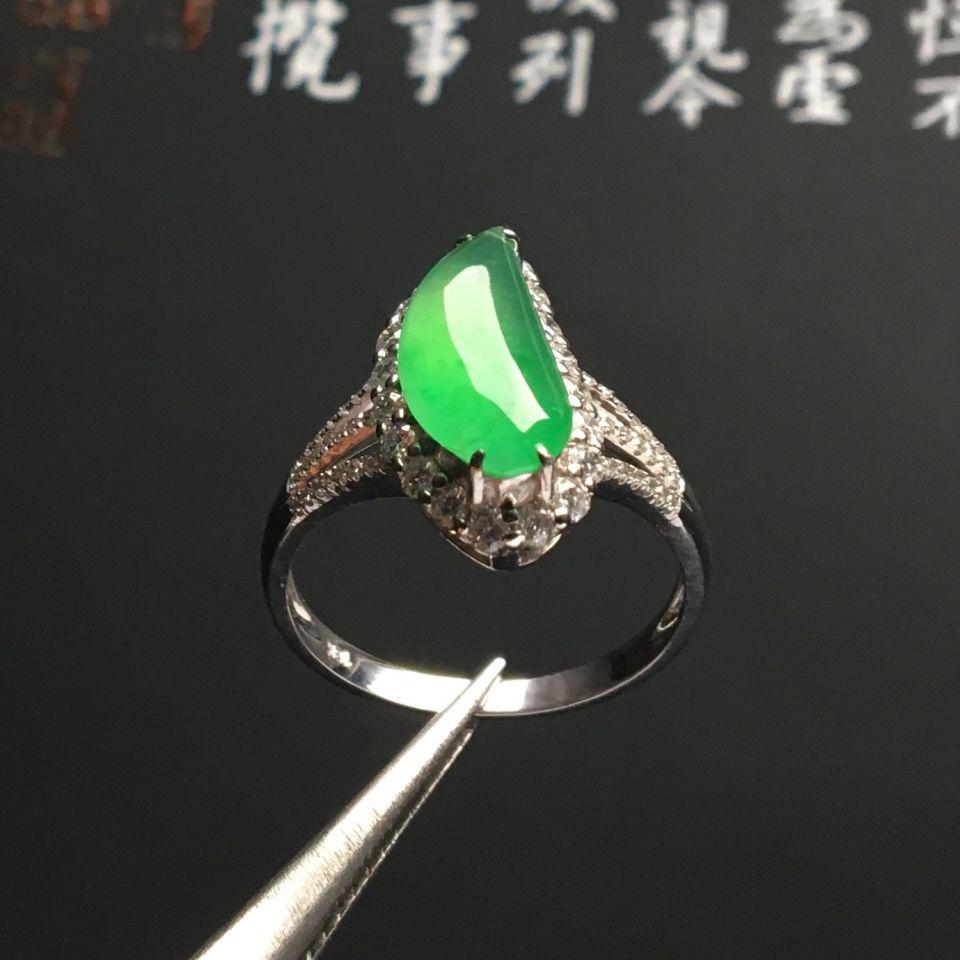 镶白金钻石冰种绿晴水随形戒指