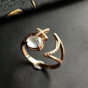 冰种无色镶玫瑰金钻石戒指