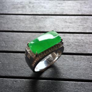 镶白金钻石冰种阳绿马鞍戒指(男戒)