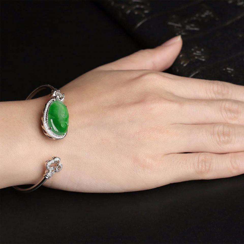 糯冰种浓绿镶白金钻石如意手环