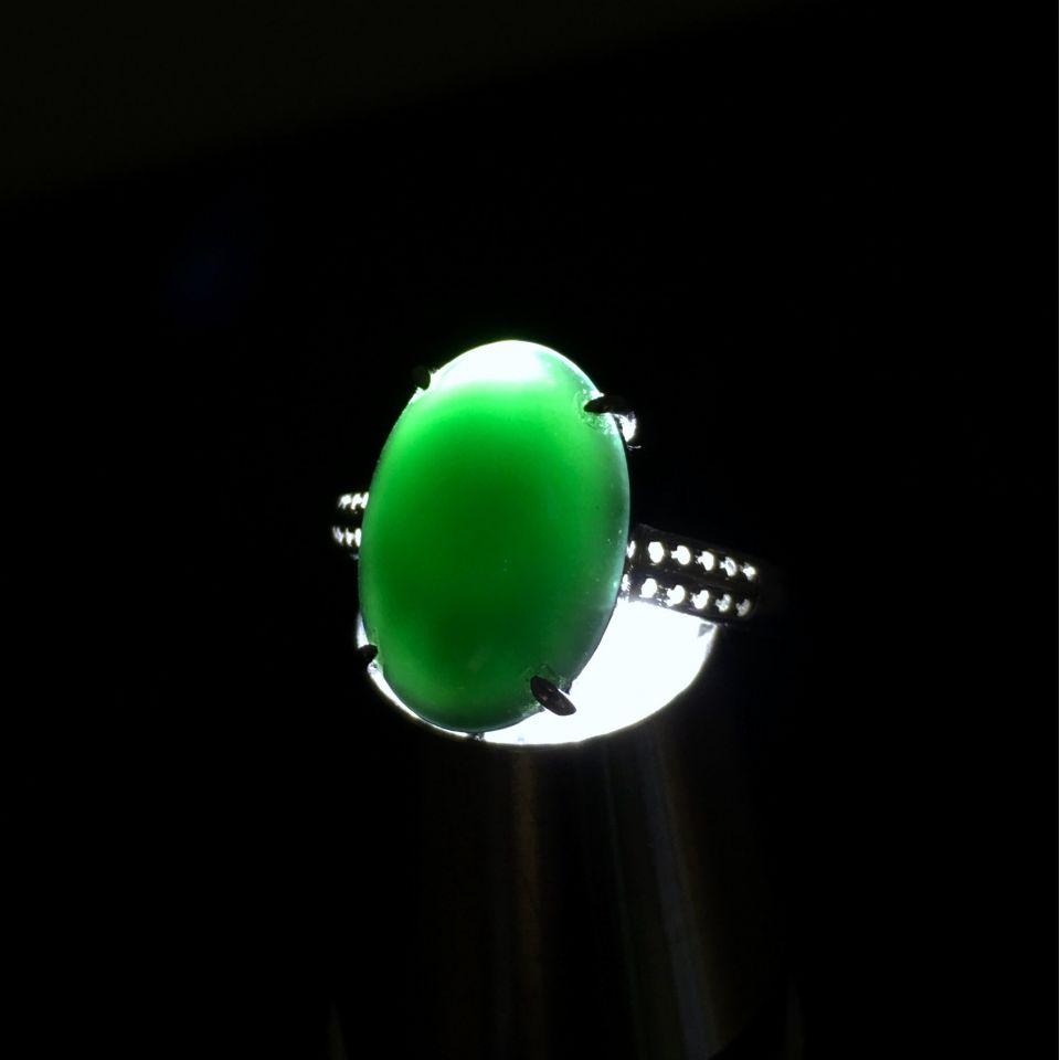 冰玻种墨翠镶白金钻石戒指
