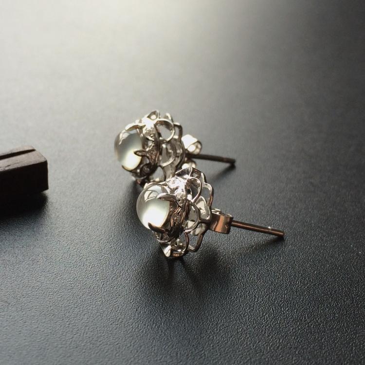 冰玻种无色镶白金钻石耳钉