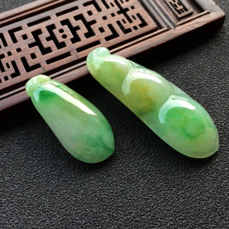 糯冰种黄加绿四季豆/福瓜挂件一对走