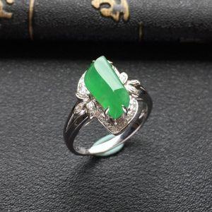 冰种绿晴水镶白金钻石随形戒指