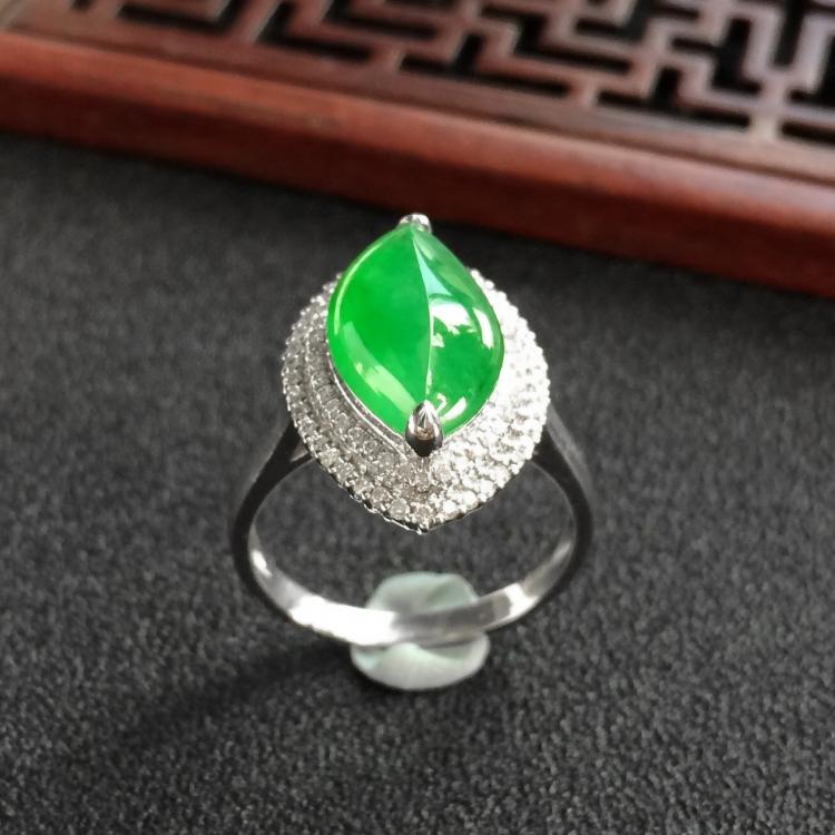 冰种阳绿镶白金钻石随形戒指