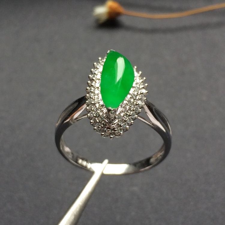 镶白金钻石冰种阳绿随形戒指