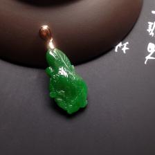 糯冰种浓绿白菜挂件翡翠