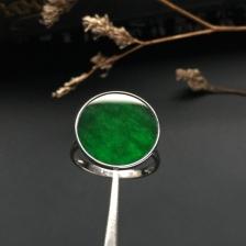 镶白金糯冰种浓绿戒指