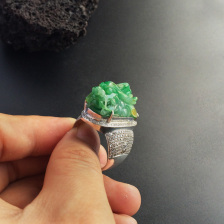 糯冰种黄加绿镶白金钻石龙头戒指(男戒)
