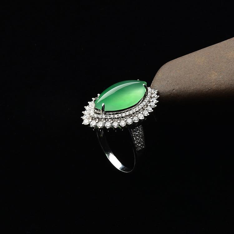冰玻种绿晴水镶白金钻石随形戒指