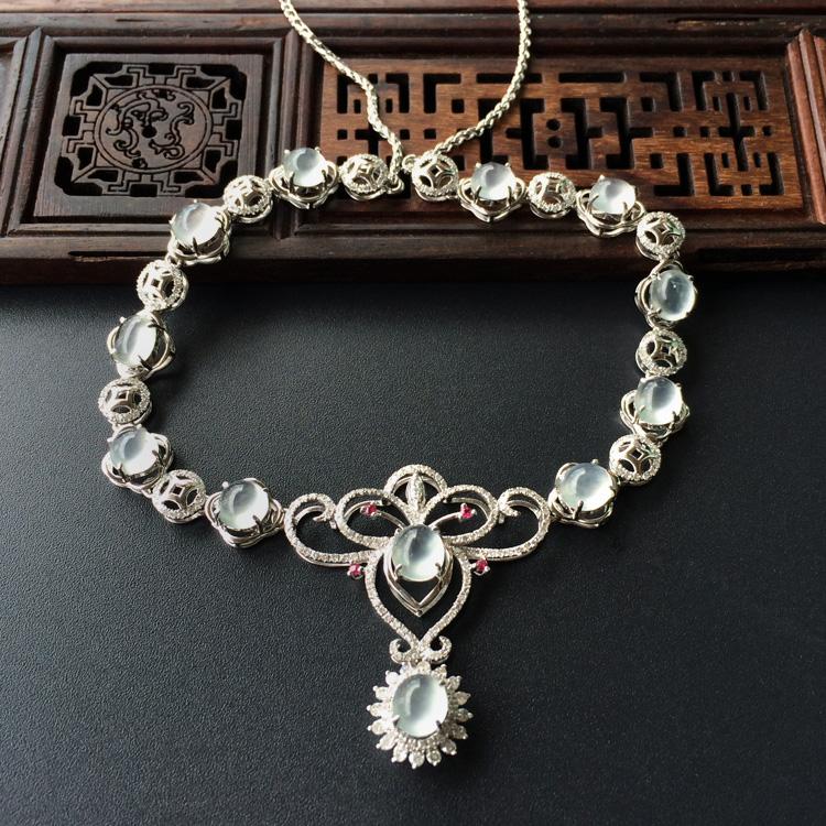 玻璃种淡晴水镶白金钻石项链