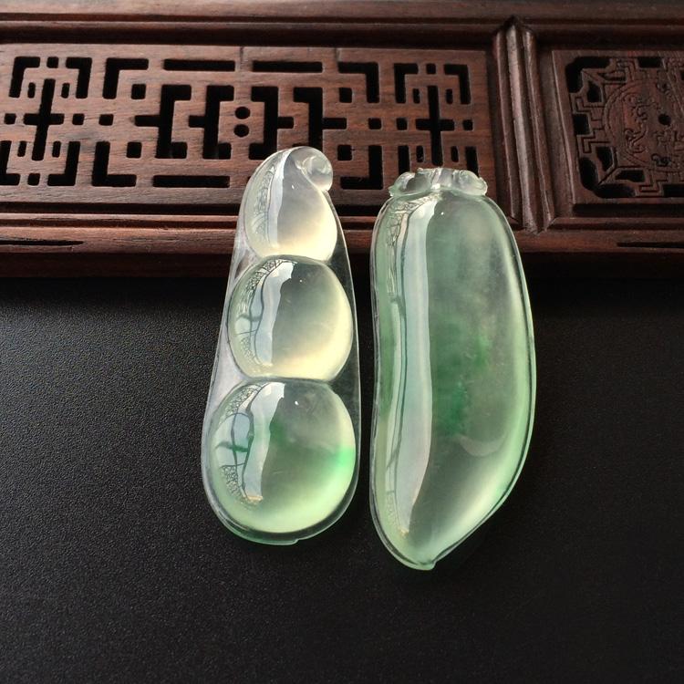 冰玻种飘绿花四季豆/福瓜挂件(一对)