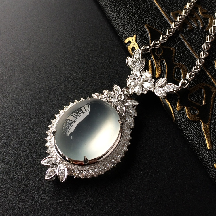 玻璃种无色镶白金钻石项链