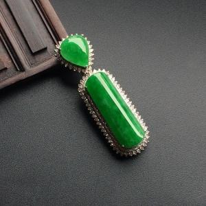 糯冰种阳绿镶白金钻石胸坠