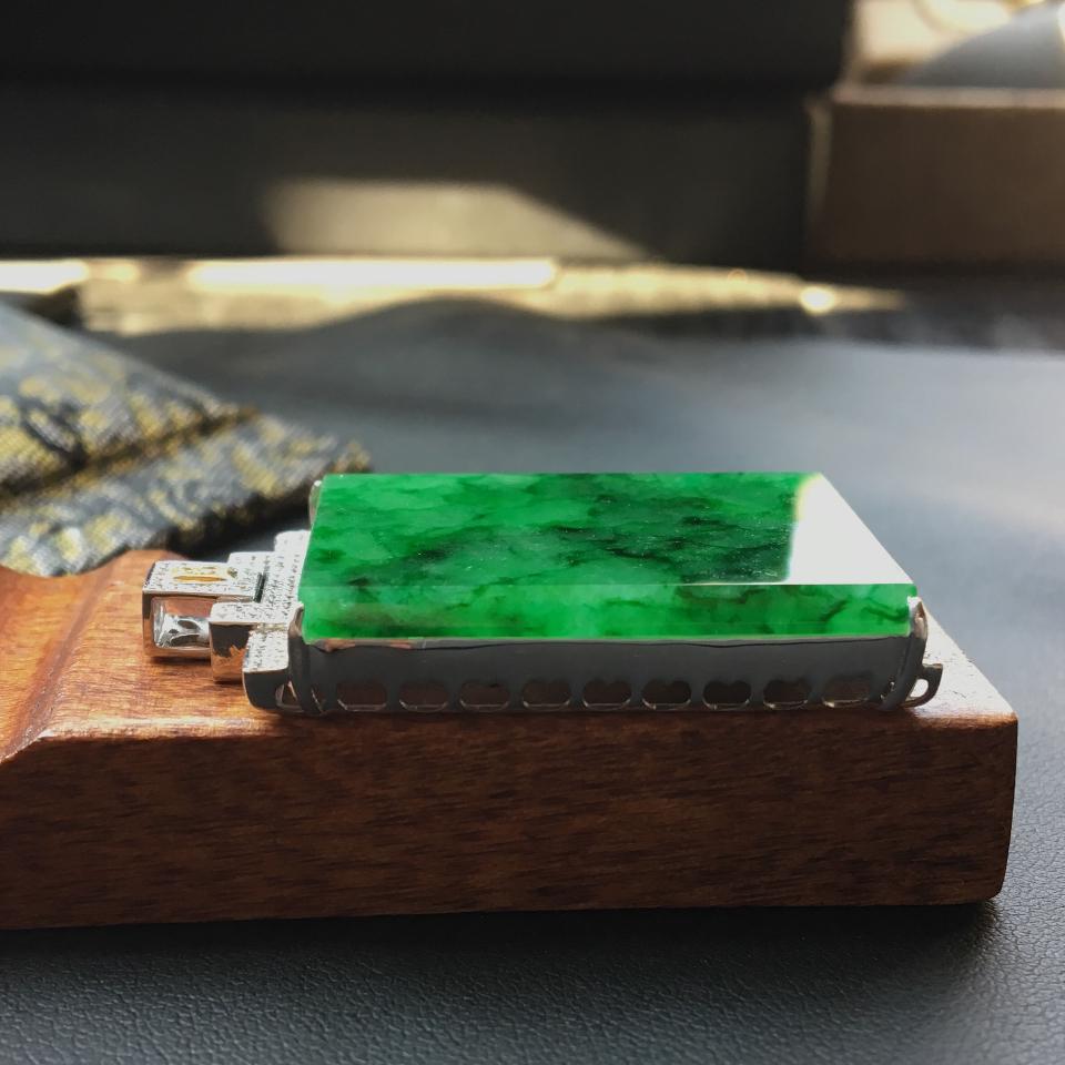 翡翠糯冰种癣加绿镶白金钻石平安牌吊坠