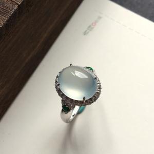 翡翠冰种淡晴水镶白金钻石戒指