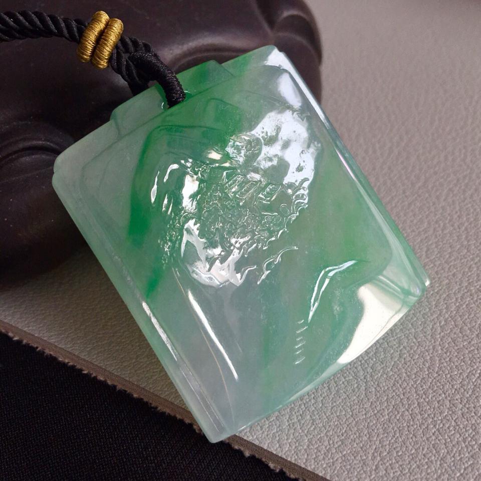 糯冰种飘绿山水牌挂件翡翠