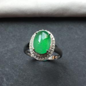 翡翠冰种翠色镶白金钻石戒指