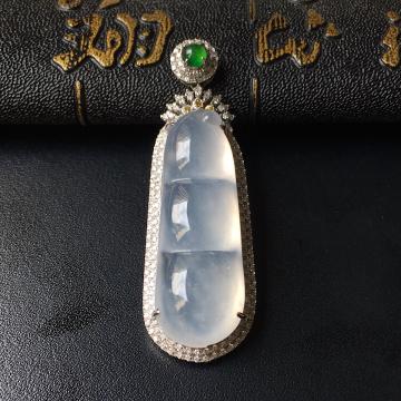 镶白18K金钻石冰种福豆胸坠
