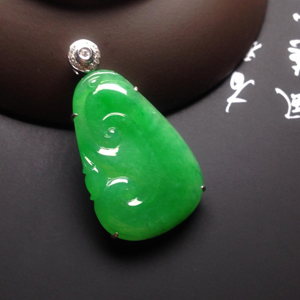 冰种满绿镶白金钻石如意胸坠翡翠第1张