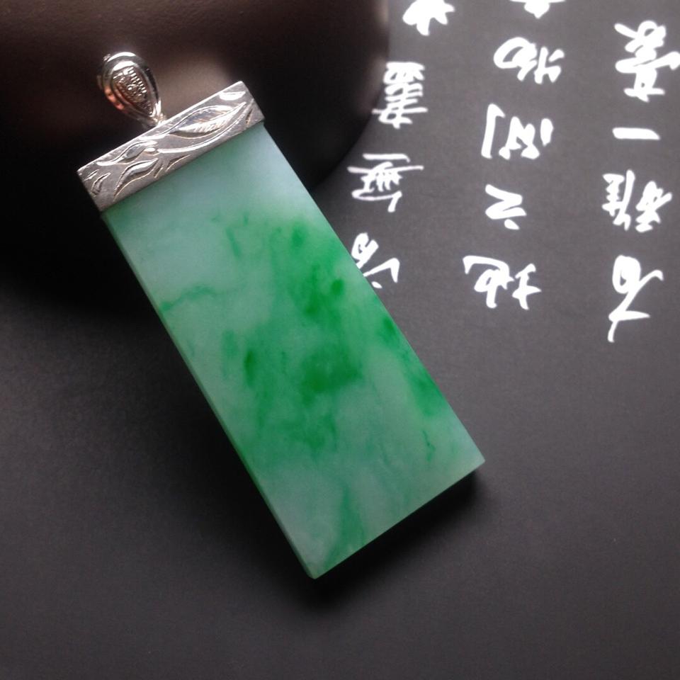 糯冰种飘绿无事牌挂件翡翠